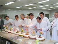 全国洋菓子技術コンテスト審査風景